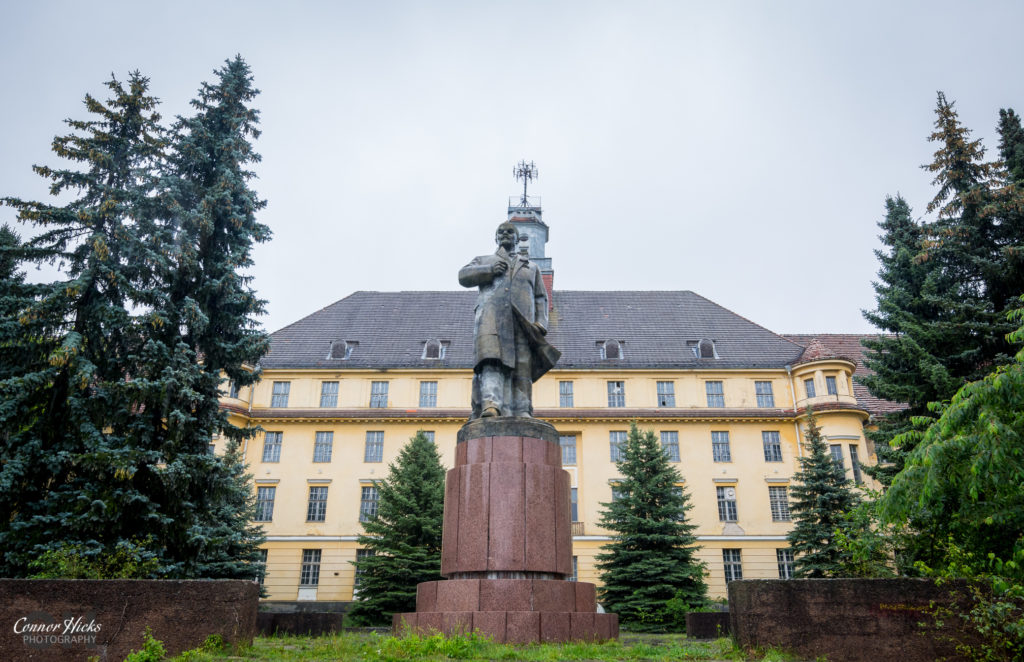 Haus Der Offiziere statue germany urbex 1024x662 Haus Der Offiziere, Germany (Permission Visit)