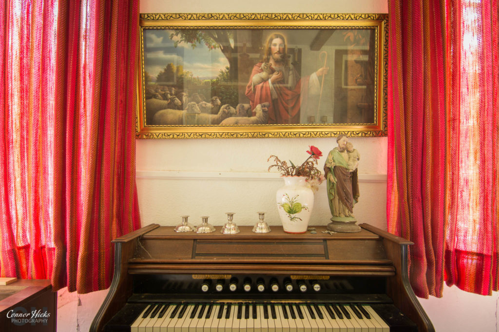 hunters hotel germany urbex piano 1024x683 Hunters Hotel, Germany (Permission Visit)