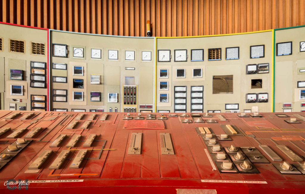 red control room urbex france 1024x653 Red control room, France