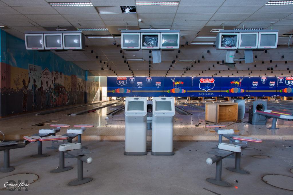 bowling world urbex 1024x683 Bowling World, Belgium